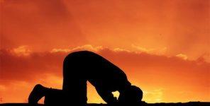 Namaz Kılanın Önünden Geçen Köpek, Eşek ve Kadın Namazı Bozar Mı?